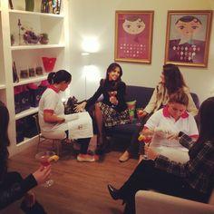 Que tal encontrar as amigas para um drink, aproveitar e fazer as unhas? #vemprocheers #happyhour #nailbar