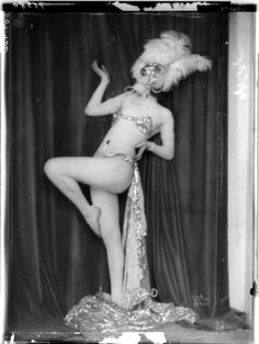 Anita Berber in dancing costume and pose, Atelier Madame d'Ora, 09.12.1922