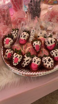 2nd Birthday Party For Girl, Birthday Goals, Farm Animal Birthday, Cowgirl Birthday, Cowgirl Party, Farm Birthday, Birthday Ideas, Cow Cakes, Barnyard Party