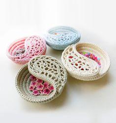 "CROCHET PATTERN - 4"" Yin Yang Dish, Freeform Crochet Jewelry Dish Photo Tutorial. Crochet Bowl, Crochet Basket. Paisley Home Decor. - pinned by pin4etsy.com"