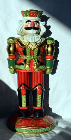 FITZ & FLOYD CHRISTMAS SIGNATURE COLLECTION NUTCRACKER FIGURINE
