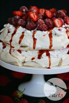 Tort bezowy z truskawkami Cake Cookies, Sushi, Food And Drink, Cooking Recipes, Sweets, Breakfast, Blog, Bakeries, Casio