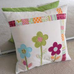 The Mud Puddle: Spring Pillow Applique Stitches, Applique Pillows, Pillow Fabric, Sewing Pillows, Throw Pillows, Machine Applique Designs, Diy Cushion, Cushion Covers, Cushion Tutorial