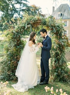 Gorgeous French Chateau de Bouthonvilliers Wedding Inspiration – Wike Zijlstra Photography 26  Chateau wedding venues give us stunning inspirations to daydream of.  #bridalmusings #bmloves #wedding #bride #groom #apps #Châteauwedding #weddinginspiration #inspiraion #France #Chateau Outdoor Ceremony, Wedding Ceremony, Wedding Gowns, Wedding Bride, Bride Groom, Intimate Weddings, Real Weddings, Outdoor Weddings, French Chateau Wedding Venues