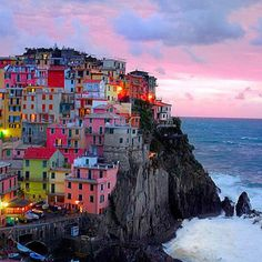 How cool would it be to live in one of these? Legit. Riomaggiore, Italy <3