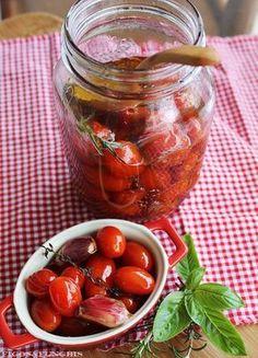 Tomatinhos confit com alho e ervas