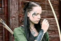 Gesichtstätowierung – Celtic archer with facial tattoos – Tatto und Piercing Facial Tattoos, Body Art Tattoos, Henna Tattoos, Celtic Pride, Celtic Symbols, Piercing, Archery Girl, Renaissance, Female Armor