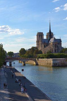 CATHEDRALE NOTRE-DAME sur l'ile St Louis à Paris en France