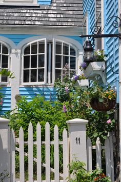 one of my fave marblehead houses. awesome windows and fun unique color