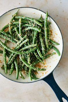 Ginger Miso Green Beans Ginger Green Beans, Fried Green Beans, Roasted Green Beans, Green Bean Salads, Green Bean Recipes, Miso Butter, Vegan Butter, Vegetarian Recipes, Healthy Recipes