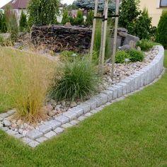 Granit Palisaden Gartengestaltung Steine Gruen Gras