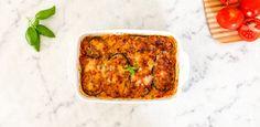 Voici notre recette d'aubergines à la parmigiana, un délicieux plat typique de l'Italie, alternant des couches d'aubergines, de sauce tomate et de mozzarella ! Mozzarella, Sauce Tomate, Yuka, Lasagna, French Toast, Recipies, Favorite Recipes, Healthy Recipes, Healthy Food