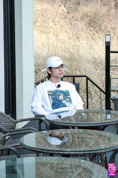 ↳ kim taehyung ↠ run bts ep. 53 - behind the scene ♡₊˚. Daegu, Jimin, Bts Bangtan Boy, Foto Bts, Nct, Frases Bts, V Bts Cute, Bts Kim, Bts 2018