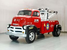 When in the mid-Fifties you saw a tow truck like this 1954 Chevrolet 5700 Cab over Engine truck coming to rescue your stranded vehicle you knew most emphatically that help had arrived, 1954 Chevy Truck, Chevrolet Trucks, Tow Truck, Cool Trucks, Chevy Trucks, Truck Camping, Freightliner Trucks, Chevy 4x4, Old Pickup Trucks