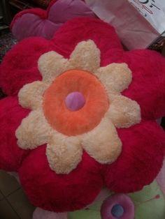Jättimäinen ylipehmoinen kukkatyyny, pinkki.