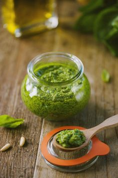 Pesto alla genovese in vasetto pronto come condimento