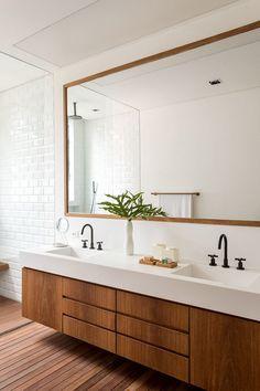 farmhouse home decor House Design, House Bathroom, Bathroom Interior Design, Master Bathroom Design, Condo Decorating, Modern Bathroom, Rustic Bathrooms, Bathroom Design Luxury, Bathroom Design Options
