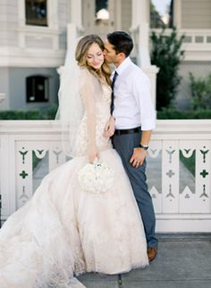 Simple and Chic Tuscan Inspired Weddinghttp://www.oncewed.com/real-weddings/simple-and-chic-tuscan-inspired-wedding/