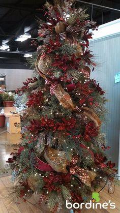 classy and elegant Christmas Tree Elegant Christmas Trees, Christmas Tree Themes, Noel Christmas, Holiday Tree, Country Christmas, Christmas Tree Decorations, Christmas Wreaths, Xmas Trees, Christmas Ideas
