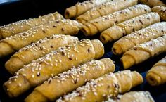 Domácí voňavé rohlíky z celozrnné, žitné a hladké pšeničné mouky. Vrch posypaný semínky. 20 Min, Hot Dogs, Sausage, Pizza, Food And Drink, Homemade, Baking, Vegetables, Ethnic Recipes