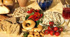 Il colesterolo alto, contrariamente a quanto si pensa, è causato soprattutto dagli amidi dei cereali. Quindi vanno evitati pane, panini, pizza, pasta, riso.