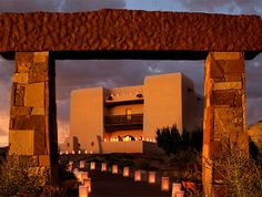 Luxurious and romantic—plan your wedding with the professional staff at Buffalo Thunder Resort and Casino in Santa Fe!