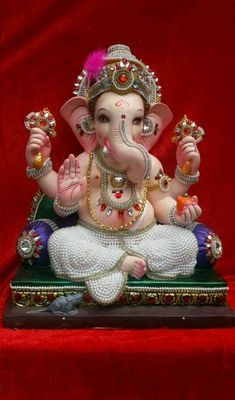 If you want to fulfil all desires, amass wealth and remove doshas, choose 32 forms of Ganesha Homam. The God of Wisdom is sure to protect and remove obstacles. Shri Ganesh Images, Shiva Parvati Images, Ganesh Chaturthi Images, Ganesha Pictures, Happy Ganesh Chaturthi, Shiva Hindu, Clay Ganesha, Ganesha Art, Ganesha Tattoo