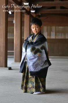 七五三 出張撮影 Male Kimono, Yukata Kimono, Kimono Fabric, Japanese Costume, Japanese Kimono, Traditional Kimono, Traditional Outfits, Japanese Outfits, Japanese Fashion
