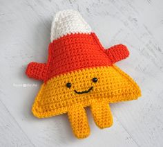 Repeat Crafter Me: Cuddly Crochet Candy Corn               ~~ I want to use a J or K hook, & make this as a pair of sofa pillows for Fall/Halloween!