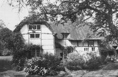 https://www.ebay.co.uk/itm/Postcard-Chapmans-Blewbury-Oxon-Oxfordshire-Photo-by-Dick-Street/112892933999?hash=item1a48f1776f:g:RUIAAOSw8LBasjFS
