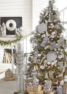 2019 RAZ Christmas Tree Inspiration Too early to start thinking about Christmas inspiration? Most people like to know what's coming down the pike so they can start planning early, pick Country Christmas Trees, Farmhouse Christmas Decor, Christmas Tree Themes, Noel Christmas, Simple Christmas, Christmas Wreaths, Holiday Decorations, Christmas Tree Ribbon, Decorated Christmas Trees