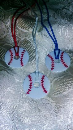 Super cute baseball washer necklaces!! So crafty!! #baseballmama