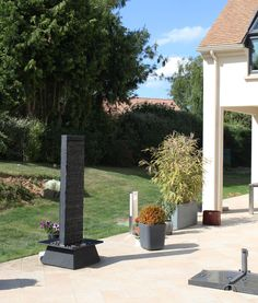 Cactose's fountains are made of natural stone. Here is a slate fountain, ideal for the garden. All fountains on www.cactose.fr copyright©Cactose CTO
