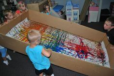 Giant box marble painting-love it! How fun! Giant box marble painting-love it! How fun! Group Art Projects, Collaborative Art Projects, Kindergarten Art, Preschool Art, Preschool Painting, Marble Painting, Marble Art, Painting Art, Ecole Art
