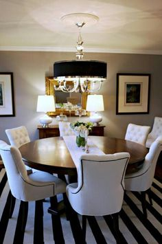 Great use of a small dining room space! I love a round dining table Small Dining, Round Dining, Round Tables, Dining Room Design, Dining Room Chairs, Dining Rooms, Dining Tables, Dining Area, Kitchen Chairs