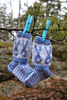 Blogi rakkaudesta käsitöihin. Penne, Knitting Socks, Fingerless Gloves, Arm Warmers, Rabbit, Baby, Clothes, Sock Knitting, Fingerless Mitts