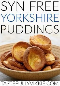 Syn Free Slimming World Yorkshire Puddings - Tastefully Vikkie Did you know you can have Syn Free Yorkshire puddings on Slimming World? And in giant as well as regular! :) astuce recette minceur girl world world recipes world snacks Slimming World Pasta Bake, Slimming World Cake, Slimming World Treats, Slimming World Dinners, Slimming World Chicken Recipes, Slimming World Recipes Syn Free, Slimming Eats, Slimming World Gravy, Slimming Workd