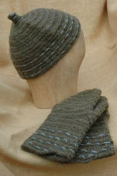 naalbinding hat and mittens