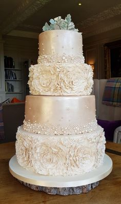 Such a gorgeous champagne blush colour that matched the bridesmaid's dresses, texture from the ruffles and shimmer on the tiers, totally in love with this cake. Champagne Wedding Cakes, Blush Wedding Cakes, Elegant Wedding Cakes, Wedding Cake Designs, Disney Wedding Cakes, Bling Wedding, Wedding Flowers, Pretty Cakes, Beautiful Cakes
