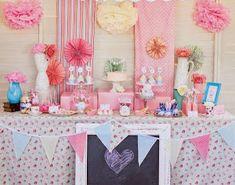 ¡Pompones de papel de seda! Están de moda para decorar cualquier fiesta... ¡y por supuesto las bodas!