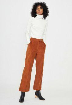 Tartan Pants, Corduroy Pants, Denim Pants, Low Ankle Boots, Sailing Outfit, Suede Coat, Pleated Shorts, Pants Outfit, Straight Leg Pants