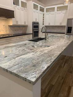 Brown Granite Countertops, Quartz Kitchen Countertops, Silestone Countertops, Grey Kitchen Designs, Kitchen Room Design, Kitchen Ideas, Fantasy Brown Granite, Stone Kitchen Island, Brown Kitchens