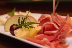 Hoje apetece-te uma refeição mais leve? Que tal umas Tapas?  Seja para Almoçar, Lanchar ou Jantar, em www.comerebeber.pt vais encontrar!