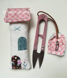 El taller de Maricú: Casita Corta Hilos . . . Bag Organization, Sewing Notions, Nail Tutorials, Popular Pins, Pin Cushions, Sewing Hacks, Textile Art, Sunglasses Case, Ideas