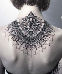 Mandala tattoo neck back piercing i tatuaże tatuagem mandala, tatuagens man Backpiece Tattoo, Tattoo Dotwork, Nape Tattoo, Tattoo Son, Tattoo Hals, Diy Tattoo, Back Tattoos, Life Tattoos, Body Art Tattoos