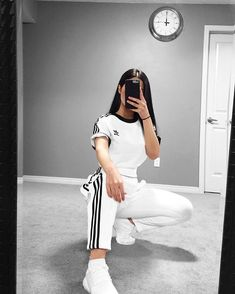 64 Cute Sporty Outfits for School You Must Try Socks Outfit, Sweatpants Outfit, Adidas Outfit, Nike Outfits, Sport Outfits, Yoga Outfits, Hiking Outfits, Adidas Dress, Legging Outfits