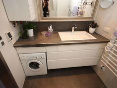 Waschmaschine und Gastherme im kleinen Bad