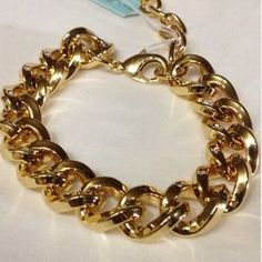 I just added this to my closet on Poshmark: ⚡️$15 sale⚡️HEAVY GOLD CHAIN LINK BRACELET⚡️. Price: $15 Size: OS