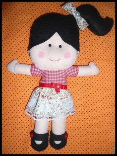 Boneca Érica Catarina inspiração total em um belo trabalho de uma artesã que sou super fã. ótima idéia para presentear crianças de qualquer idade inclusive mamães e vovós. A boneca pode ser feita na cor que desejar, pode-se alterar a cor do cabelo, pele e roupinha