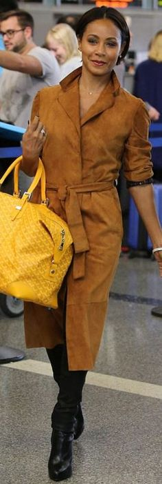 Who made  Jada Pinkett Smith's yellow print handbag and tan suede coat?